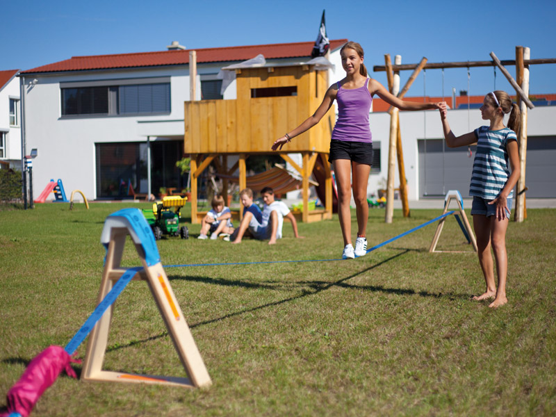 Slackline outdoor - Kinder balancieren