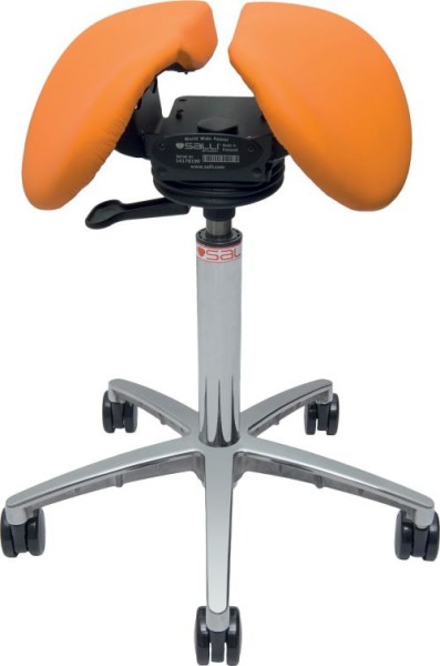 Ihr Teststuhl - Salli Swing in orange mit farblich passenden Rollen.